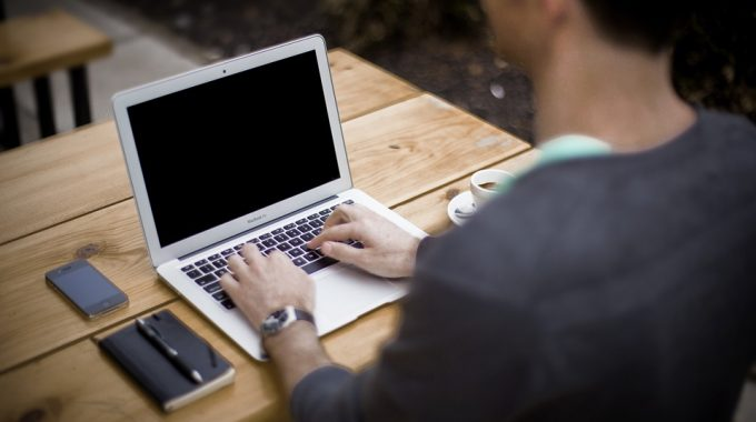 How To Easily Turn Your Blog Into A Full-Time Job
